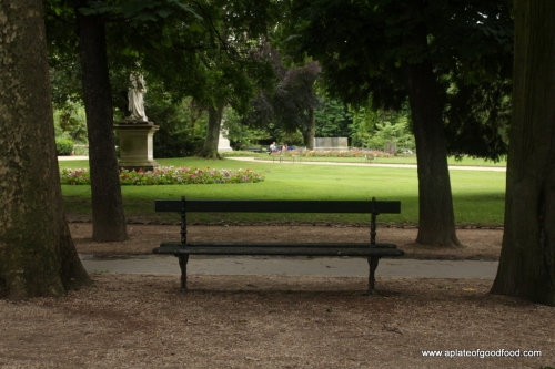 park bench paris