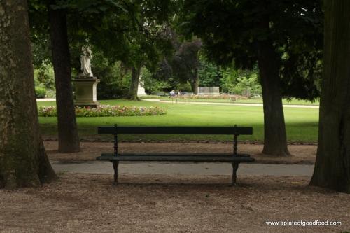 park bench paris