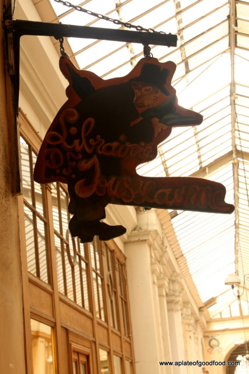 store sign paris