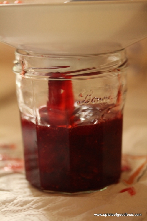 filling jar with jam